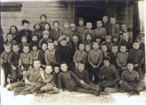 Детский дом №2 примерно 1944г. в центре - Базилев